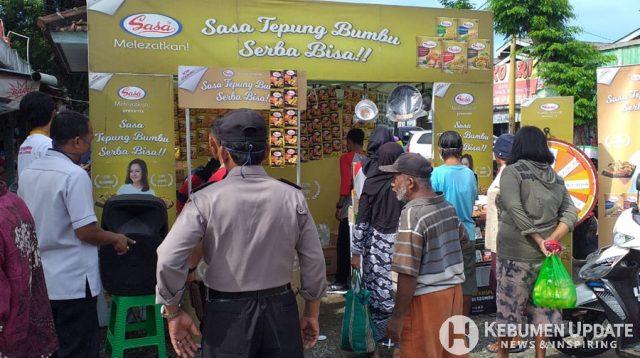 Polisi membubarkan promo tepung bumbu. (Foto: Polres Kebumen)