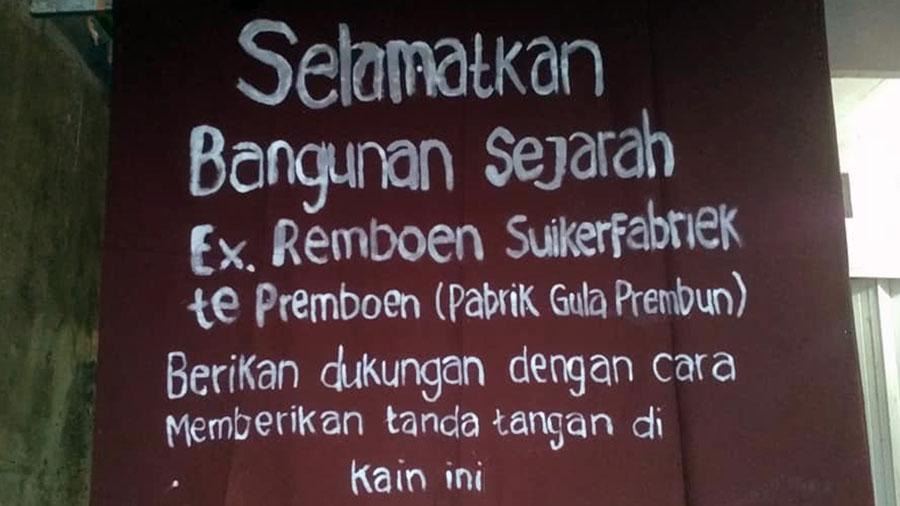 Poster penolakan bangunan bersejarah bekas pabrik gula Prembun. (Foto: Istimewa)