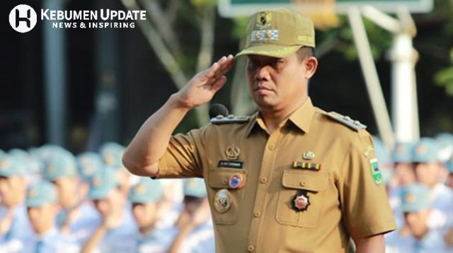 Wabup Kebumen Arif Sugiyanto saat menjadi inspektur upacara. (Foto: Istimewa)