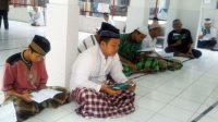 Warga binaan Rutan Kebumen sedang tadarus Al Quran. (Foto: Istimewa)