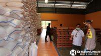 Kapolres AKBP Rudy Cahya Kurniawan mengecek Gudang Bulog Selang Kebumen. (Foto: Istimewa)