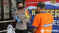 Kapolres AKBP Rudy Cahya Kurniawan mengintrograsi tersangka pencabulan sesama jenis. (Foto: Istimewa)