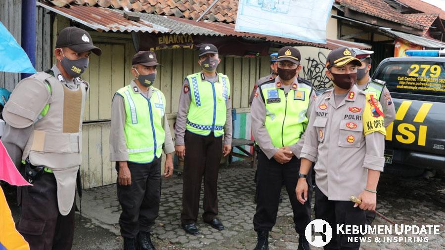 Kapolres Kebumen AKBP Rudy Cahya Kurniawan saat memantau Pos Pam/Pos Pantau Operasi Ketupat Candi 2020. (Foto: Istimewa)