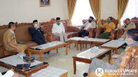 Para tokoh menghadiri pertemuan di Rumdin Wabup Kebumen membahas perkembangan Covid-19. (Foto: Padmo-KebumenUpdate)