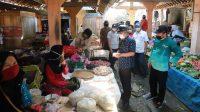 Wabup Arif Sugiyanto saat meninjau Pasar Pon Padureso. (Foto: Humas Kebumen)