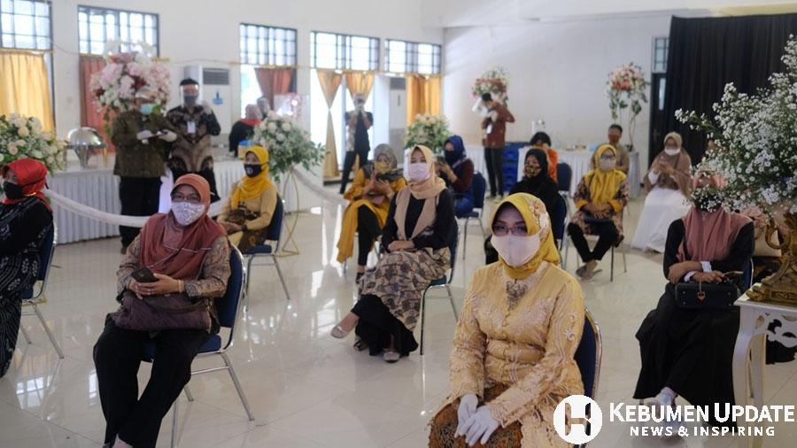 Para tamu undangan wajib mengenakan masker. (Foto: Istimewa)