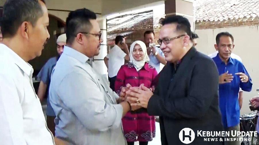 Eno Syafrudien bersalaman dengan inisiator Mario Broes Herwin Kunadi. (Foto: Istimewa)
