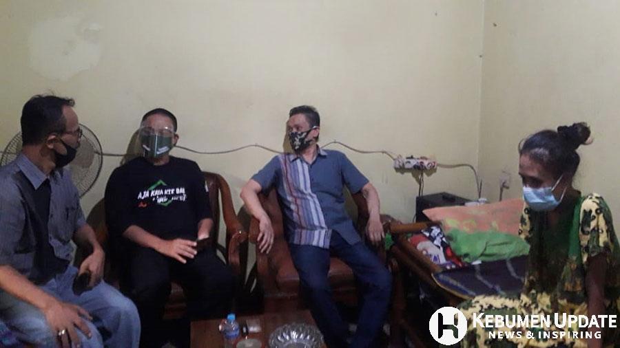 Wakil Bupati Kebumen H Arif Sugiyanto SH menengok Linda. (Foto: Istimewa)