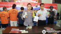 Kapolres Kebumen AKBP Rudy Cahya Kurniawan menunjukan tersangka dan barang bukti. (Foto: Padmo-KebumenUpdate)
