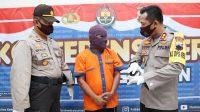 Kapolres Kebumen AKBP Rudy Cahya Kurniawan meminta keterangan tersangka. (Foto: Polres Kebumen)