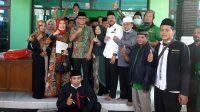 Arif Sugiyanto-Ristawati Purwaningsih berpose dengan para fungsionaris PPP Kebumen. (Foto: Istimewa)