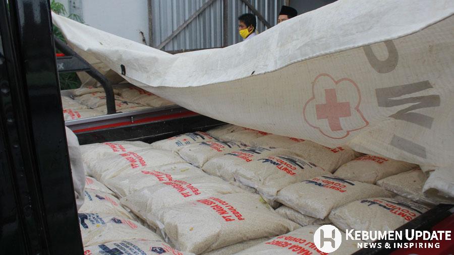 Paket beras siap untuk didistribusikan. (Foto: padmo-KebumenUpdate.com