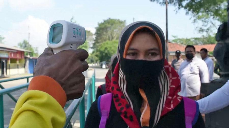 Pemeriksaan suhu tubuh bagi setiap pengunjung. (Foto: Istimewa)