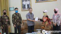 PPDP bersama komisioner KPU Kebumen saat mencoklit di rumah dinas Wabup Arif Sugiyanto. (Foto: Padmo-KebumenUpdate)