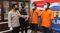 Kapolres AKBP Rudy Cahya Kurniawan menunjukkan tersangka penganiayaan. (Foto: Polres Kebumen)