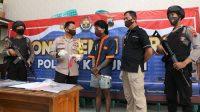 Kapolres Kebumen AKBP Rudy Cahya Kurniawan menunjukkan barang bukti pil hexymer. (Foto: Polres Kebumen)