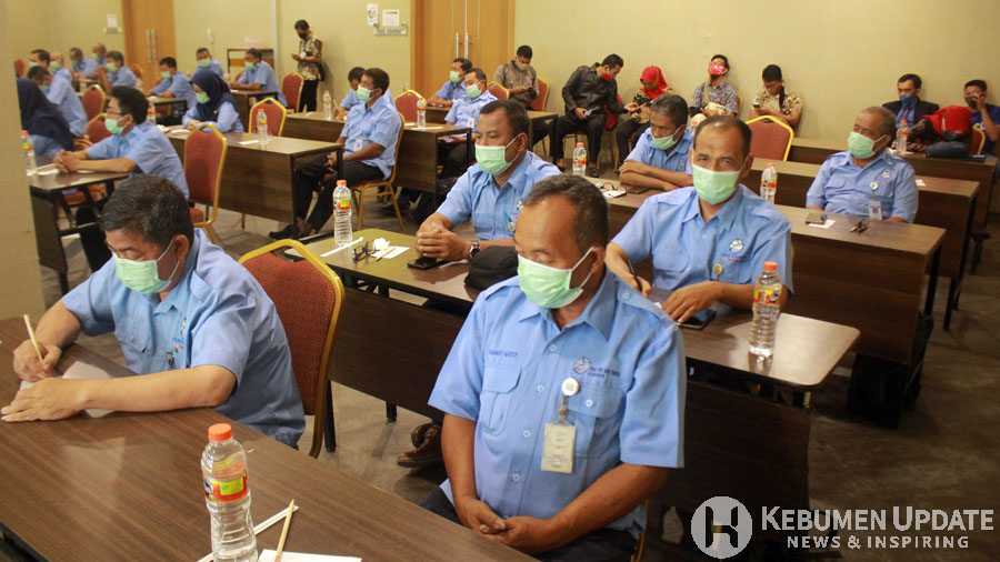 Para peserta training menyimak materi. (Foto: Padmo-KebumenUpdate)