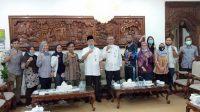 Tim peneliti AKATIGA dan Formasi foto bersama Bupati Kebumen Yazid Mahfudz. (Foto: Istimewa)